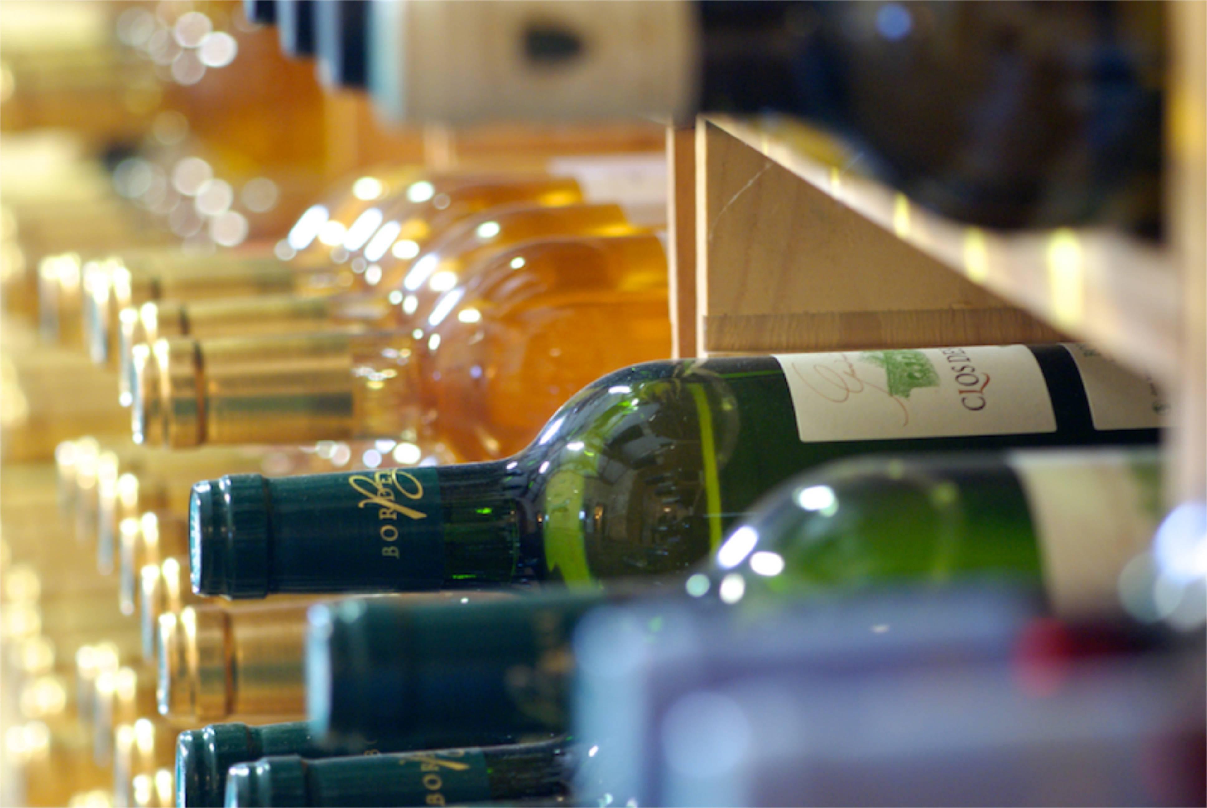 Plusieurs vins showroom - maison Medeville